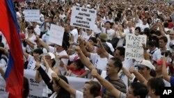 菲律宾人星期一上街示威抗议政府腐败