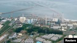 일본 후쿠시마 원전의 오염스 저장탱크들