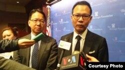 香港立法会议员莫乃光(左) 与郭荣铿(右) (图片来源:苹果日报)