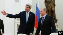 俄罗斯总统普京在克里姆林宫会晤美国国务卿克里。
