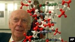 노벨상을 받은 제임스 왓슨 박사 (자료사진)