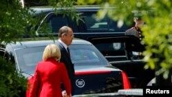 俄罗斯外长拉夫罗夫在白宫会见美国总统川普后离开白宫(2017年5月10日)