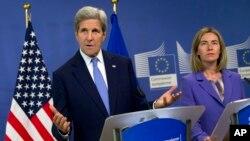 ABD Dışişleri Bakanı Kerry, Brüksel'deki temasları bağlamında Avrupa Birliği Yüksek Temsilcisi Mogherini'yle ortak bir basın açıklaması yaptı.
