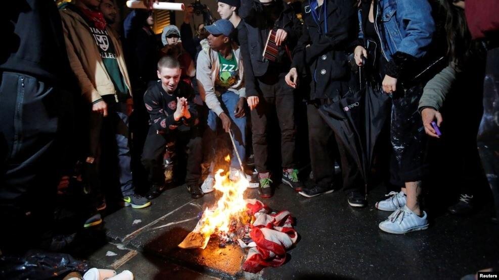 Thẩm phán Tối cao Anthony Kennedy nói nhiều người Mỹ cảm thấy bị xúc phạm khi cờ Mỹ bị đốt.
