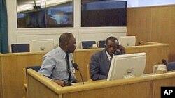 Augustin Bizimungu, à droite.