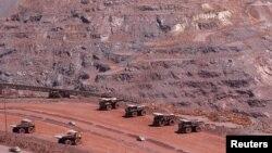 Suasana di salah satu pertambangan bijih besi di wilayah Khathu, Afrika Selatan (Foto: dok). Perusahaan swasta Tiongkok telah mensepakati transaksi dengan perusahaan Australia untuk menguasai tambang bijih besi Mbalam di Afrika Barat, dan menginvestasikan $5 miliar untuk mengembangkan pertambangan tersebut.