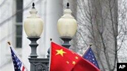 워싱턴 거리에 게양된 미-중 양국 국기