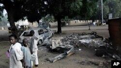 نائیجریا میں دو عورتوں کی طرف سے جنوری 2015 میں کیے گئے ایک خود کش حملے کے بعد کا منظر۔ فائل فوٹو