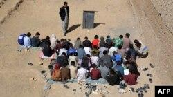 معلمان خواستار افزایش معاش و بهبود شرایط زندگی شان اند