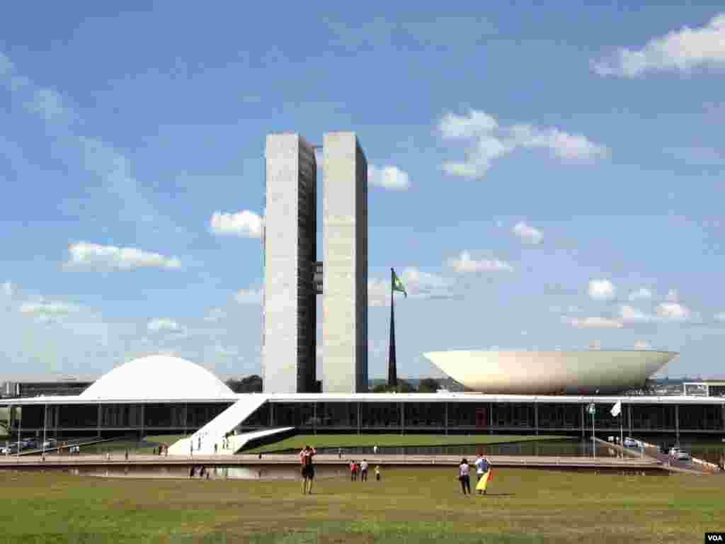 The National Congress in Brasilia, Brazil, June 20, 2014. (Nicolas Pinault/VOA)