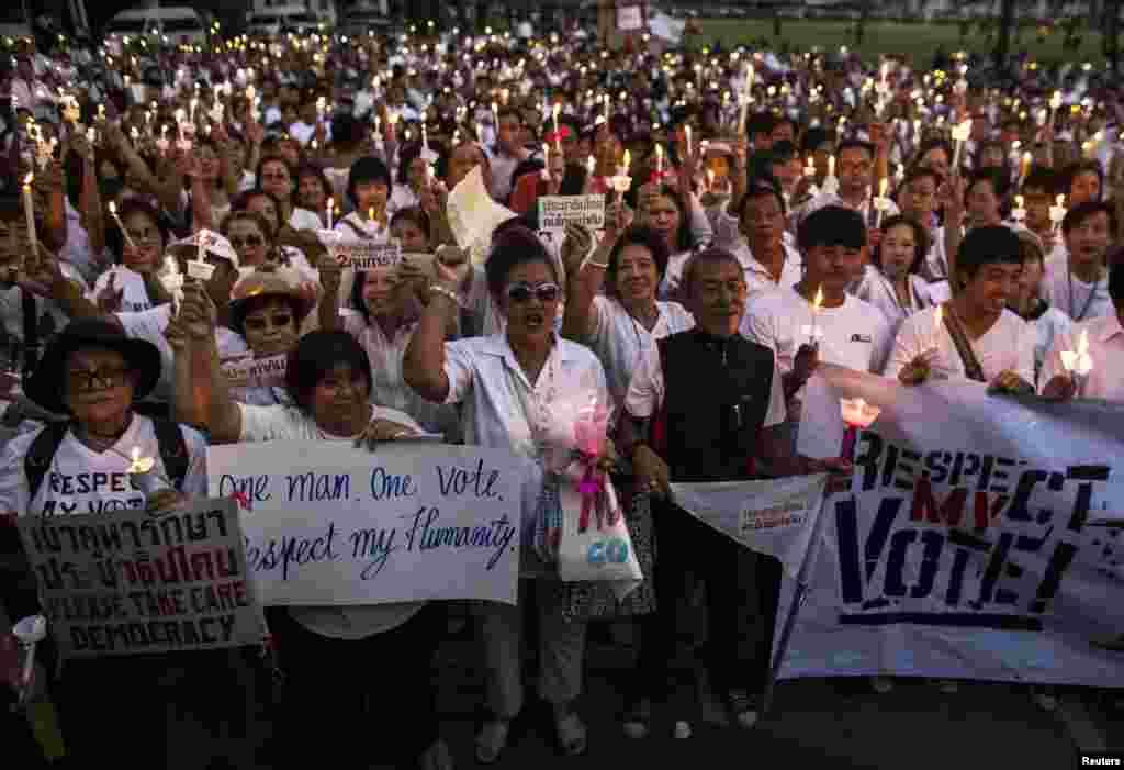 Protesters shout slogans during an anti-violence campaign, Bangkok, Thailand, Jan. 12, 2014.