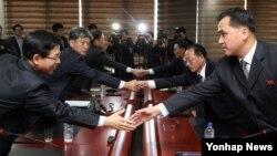 Nam - Bắc Triều Tiên tổ chức đàm phán cấp cao tại thị trấn biên giới Bắc Triều Tiên ngày 11/12/2015.