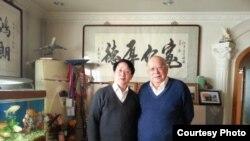 杨金柱与法学家江平老先生合影(杨金柱博客图片)