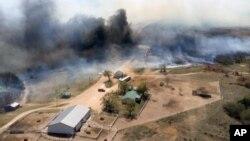Los incendios forestales han calcinado casi 25 kilómetros cuadrados y ha puesto en peligro decenas de estructuras.