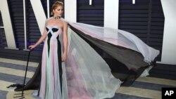 سلما بلیر ۴۷ ساله در مهمانی «ونیتی فیر» اسکار در فوریه با عصا حضور یافته بود
