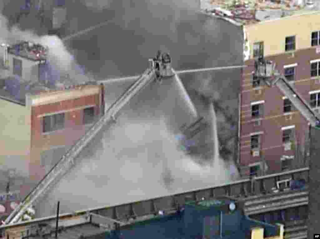 ԱՄՆ-ի Նյու Յորք քաղաքի Հարլեմ թաղամասում բնակելի երկու շենքում բնական գազի տեղի ունեցած պայթյունի հետևանքով շենքերը փլուզվել են, զոհվել է երեք մարդ: