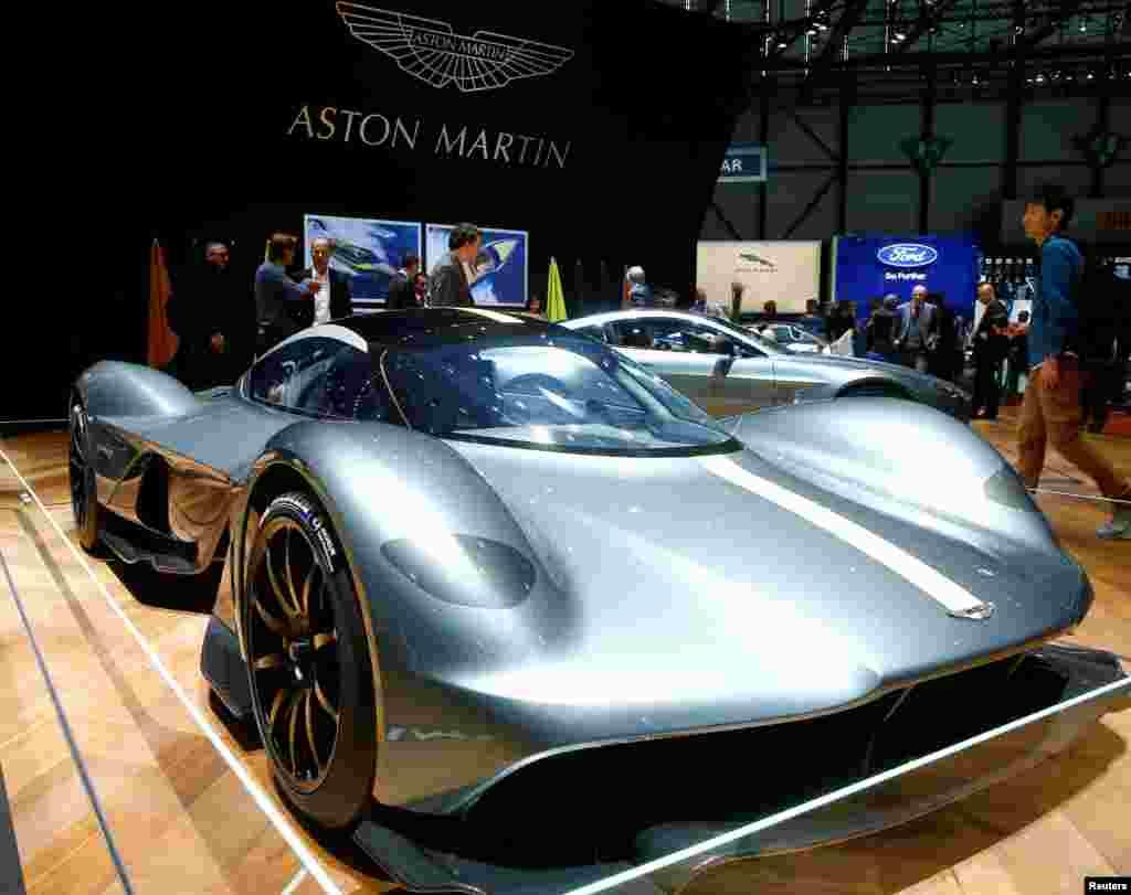 """مدل """"والکیری"""" ماشین """"استون مارتین"""" در هشتاد و هفتمین نمایش خودرو بین المللی در شهرژنو در سوئیس."""