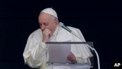 Papa François na ngonga ya Aneglus na Roma, 1er mars 2020.