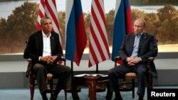 Presiden Barack Obama saat bertemu dengan Presiden Rusia Vladimir Putin di sela-sela KTT G8 di Irlandia Utara bulan Juni lalu.