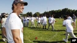 El actor de Hollywood, Matthew McConaughey, mantiene una fuerte dieta para perder unos 14 kilos, el motivo es el rodaje de una nueva cinta.