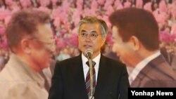 지난달 4일 104 남북정상선언 5주년 기념 토론회에 참석해 대북정책 구상을 밝히는 민주통합당 문재인 대선 후보.
