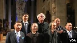 美國筆會和人道中國在紐約聖約翰大教堂舉行六四30周年紀念會 (美國之音方冰拍攝)