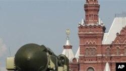 梅德韋傑夫說,如果俄羅斯不能就美國的反導彈防御計劃問題與美國達成共識,那麼俄羅斯將在本國南部和西部部署遠程導彈。