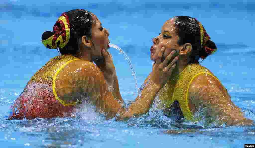 Agua sincronizada en el dueto de México.