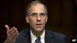 Mark Zandy da agência financeira Moody´s falando no Congresso americano