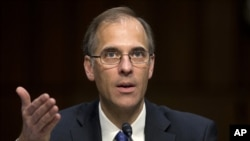 Mark Zandi testifies before Congress. --File