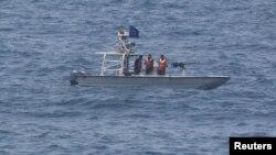 Perahu motor milik Garda Revolusi Iran melakukan patroli di Selat Hormuz (foto: ilustrasi).