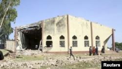 L'église catholique Ste Rita à Malali après une attaque à la bombe dans la métropole de Kaduna dans le nord du Nigéria le 28 octobre 2012.