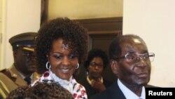 津巴布韦总统穆加贝和第一夫人格蕾丝·穆加贝在哈拉雷(2017年2月15日)