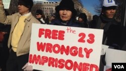 Cambodian Americans are protesting at the White House against violence in Cambodia and demanding the release of 23 union leaders and workers, and reelection. (Men Kimseng VOA, VOA Khmer)