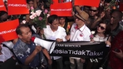 Indonesians Defiant After First IS Attack