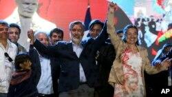 Candidato Presidencial Alejandro Guillier da coligação Nueva Mayoria e a sua mulher Cristina Farga