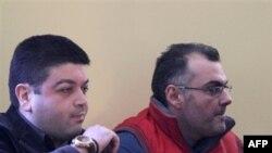 Cảnh sát viên Epaminondas Korkonnea (phải) bị kết tội cố tình bắn chết Alexandros Grigopoulous trong khi đi tuần trong một quận ở Athens hồi năm 2008