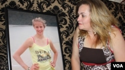 Liesl Gottert looks at a photo of her daughter, Klara, who recently took her own life in Johannesburg. (D. Taylor/VOA)