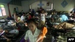 Có khoảng 400.000 người đi lánh nạn tại các nơi tạm trú quanh núi lửa trong mấy tuần vừa qua