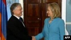 ABŞ dövlət katibi Ermənistanın xarici işlər naziri ilə görüşüb