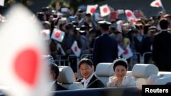 """日本星期天(11月10日)在东京举行德仁天皇夫妇""""祝贺御列之仪""""。"""