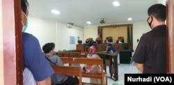 Sidang dengan terdakwa dua jaksa dilakukan secara daring oleh Pengadilan Tipikor Yogyakarya, Rabu 20 Mei 2020. (Foto: VOA/Nurhadi)