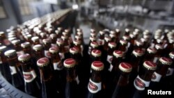 Bottles of beer move along a production line at a factory of Saigon Beer Corporation (Sabeco) in Hanoi, Vietnam May 26, 2015.