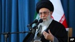 El ayatolá Ali Khamenei dijo que Estados Unidos no tiene nada qué hacer tratando de detener a Irán en su esfuerzo por desarrollar capacidades defensivas, incluyendo misiles.