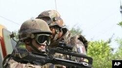 在科特迪瓦境內執行任務的法國軍隊