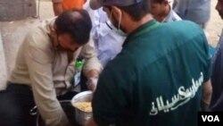 مفت کھانوں کی تقسیم کے لئے سیلانی کے رضاکار سرگرعمل