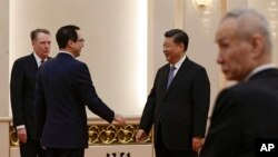 دیدار استیون منوشن وزیر خزانه داری آمریکا (چپ) با شی جین پینگ رئیس جمهوری چین در پکن - ۲۶ بهمن ۱۳۹۷
