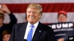 Trump se reunió con el liderazgo del Comité Nacional Republicano. No se dio a conocer el tema de las conversaciones.