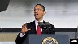 U državi Roud Ajlend predsednik Obama ne podržava zvaničnog demokratskog kandidata Frenka Kaprija, već nezavisnog kandidata, bivšeg senatora Linkolna Čafija, koji ga je podržao tokom izborne kampanje 2008.