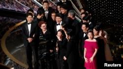 南韓電影《上流寄生族》(Parasite)成大贏家, 奪得四項奧斯卡獎﹐其中包括最佳導演和最佳影片獎